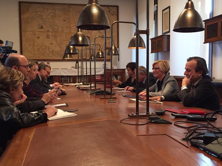 Roberta Pinotti con i giornalisti del Corriere della Sera