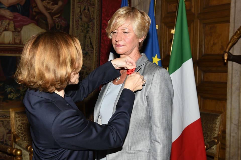 Roberta Pinotti riceve il grado di ufficiale della Legion d'Onore