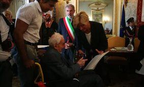 Roberta Pinotti consegna le Medaglie della Liberazione a Genova