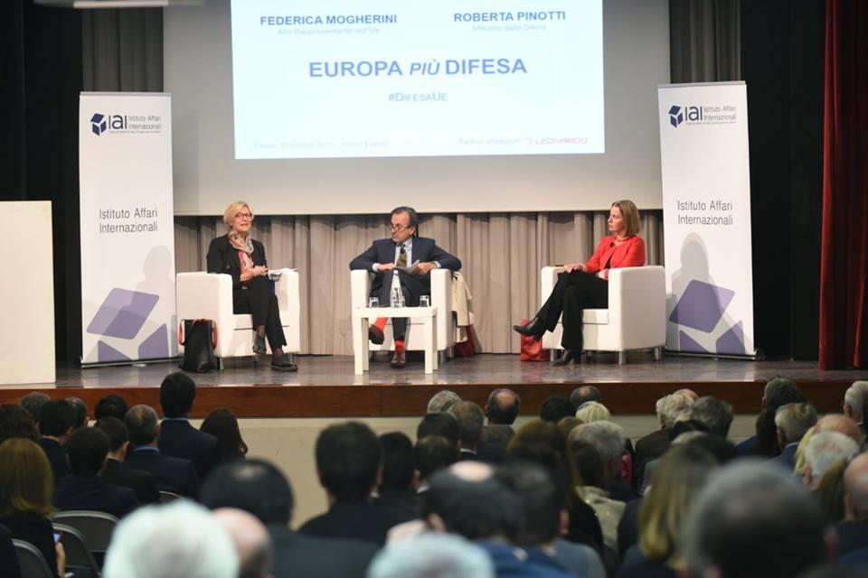 Roberta Pinotti all'Istituto Affari Internazionali con Paolo Valentino e Federica Mogherini